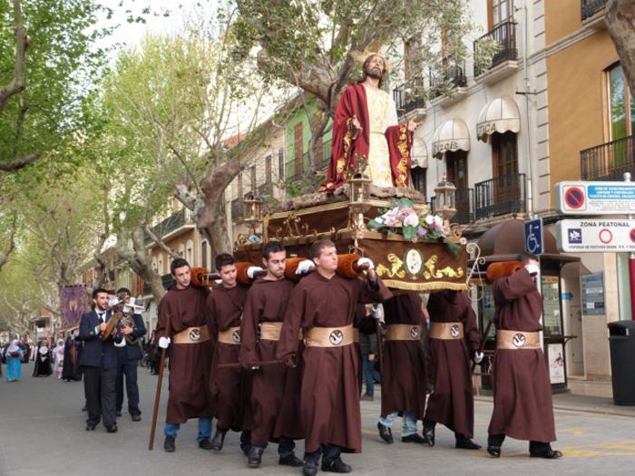 Semana santa en espa a y vocabulario esencial en espa ol for Alquiler de apartamentos en sevilla para semana santa