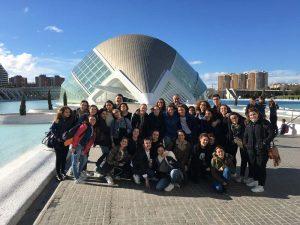 Grupo escolar en Valencia, España