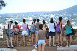 Grupo escolar visitando el castillo de Denia