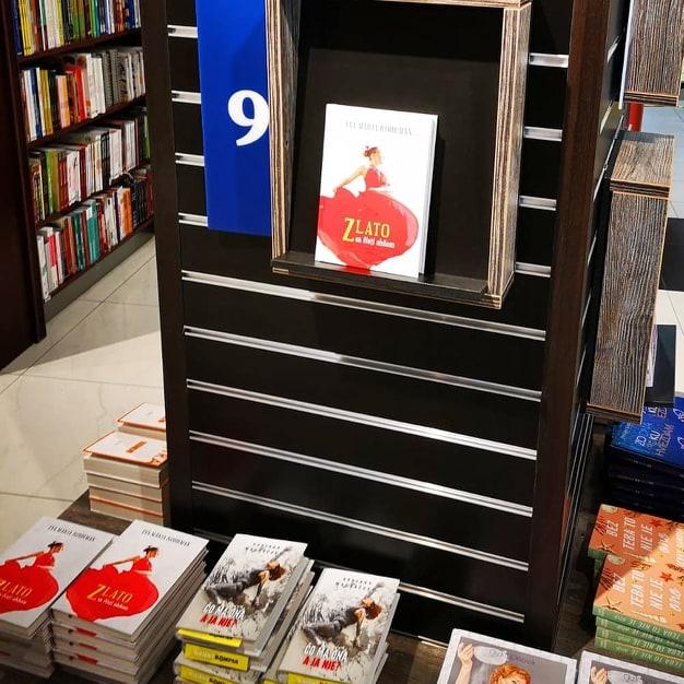Libro de Eva Rohrman en las estanterías de la librería