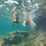 Estudiantes de español practicando snorkel