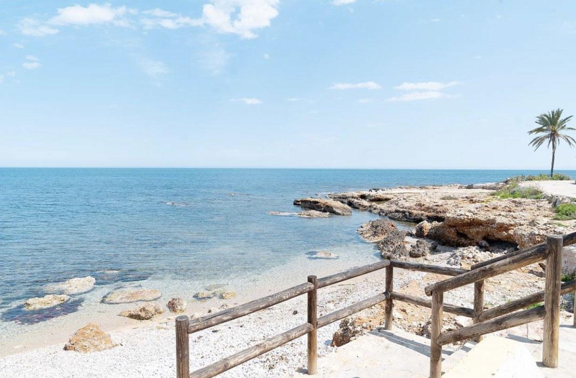 Paseo marítimo playa Las Rotas