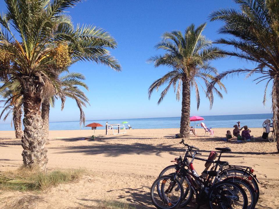 Playa de arena Las Marinas