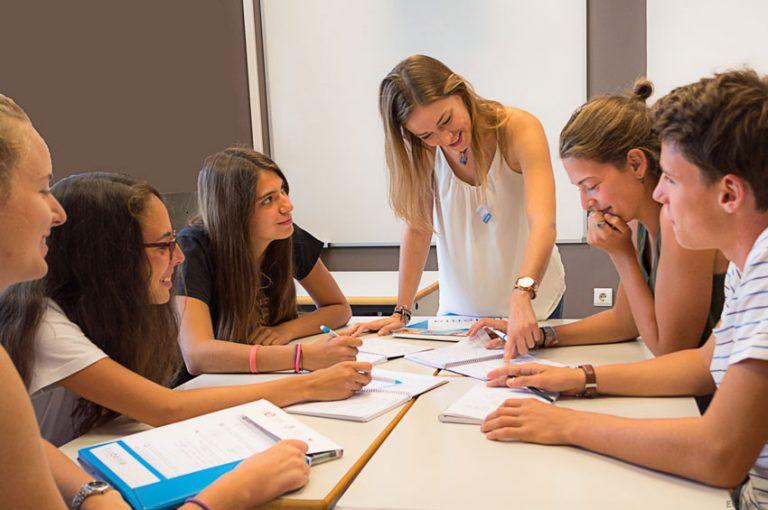 Estudiantes juniors en el curso de español intensivo en Denia