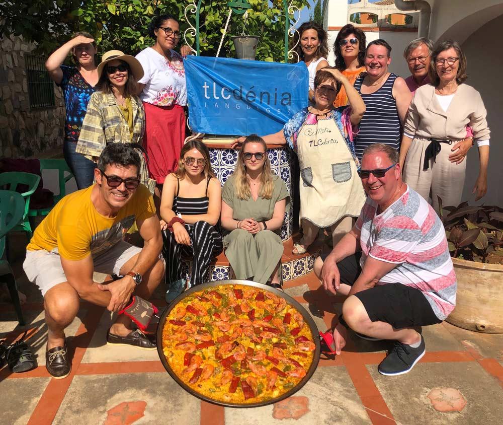 Estudiantes en el taller de cocina española