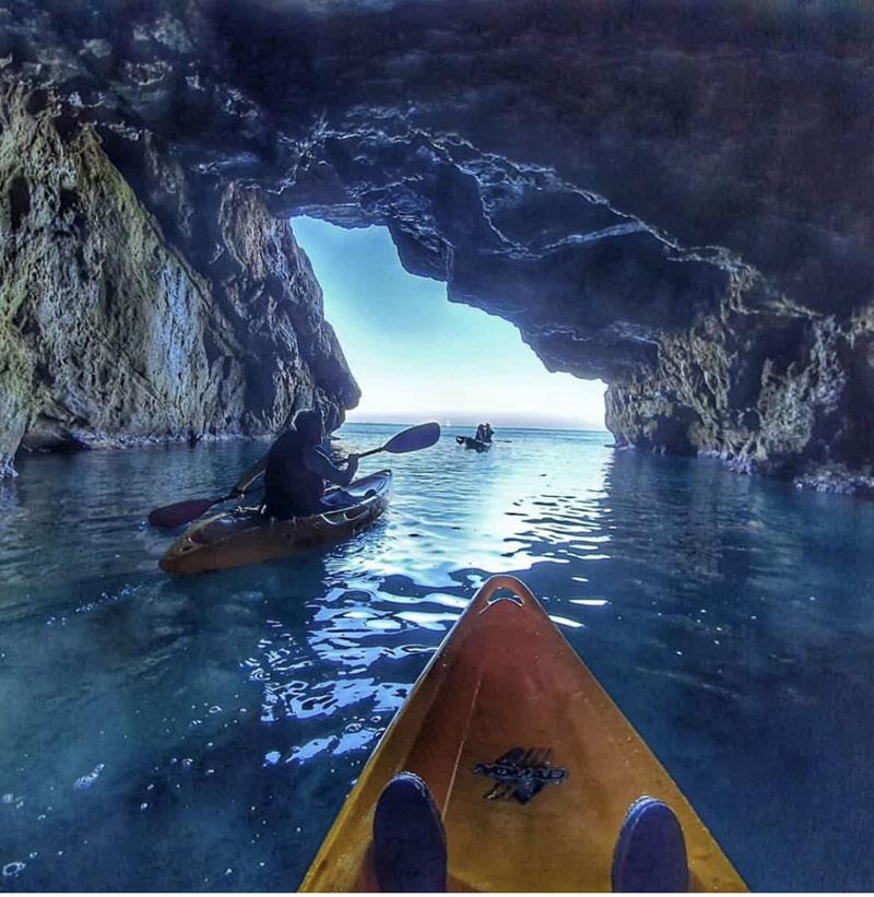 Kayak en la Cova Tallada de Denia