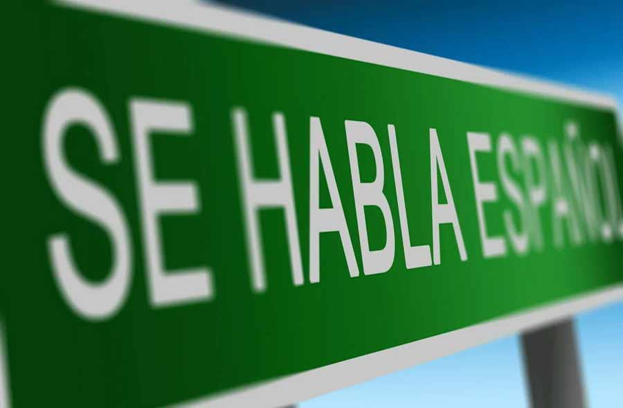 Cartel de 'se habla español'